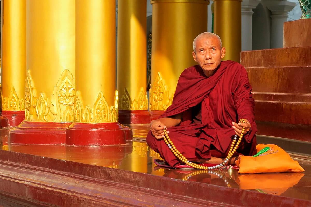 Буддистское гадание на чётках или бусах